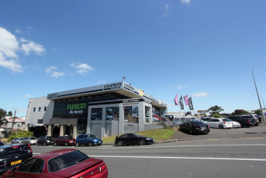 Stellar Warehouse and Showroom  for Lease Auckland Penrose