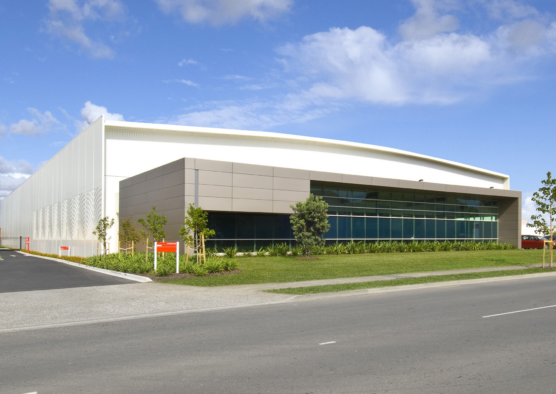 Industrial Warehouse with Office and Carparks  for Lease East Tamaki Auckland