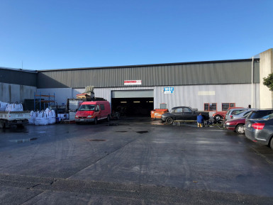 Industrial Warehouse with Carparking  for Lease Wiri Auckland