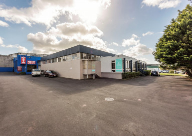 Industrial Warehouse with Carparking  for Lease Avondale Auckland