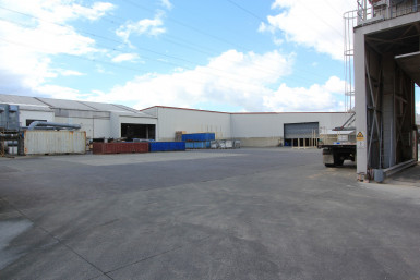 Super Size Warehouse  for Lease Henderson Auckland
