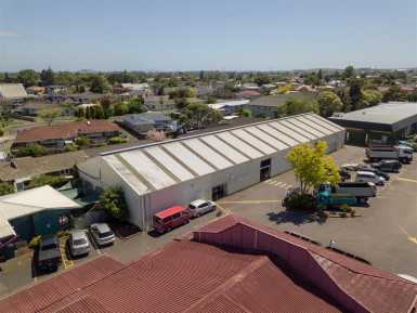 Industrial Warehouse with Office and Carparks  for Lease Manukau Auckland