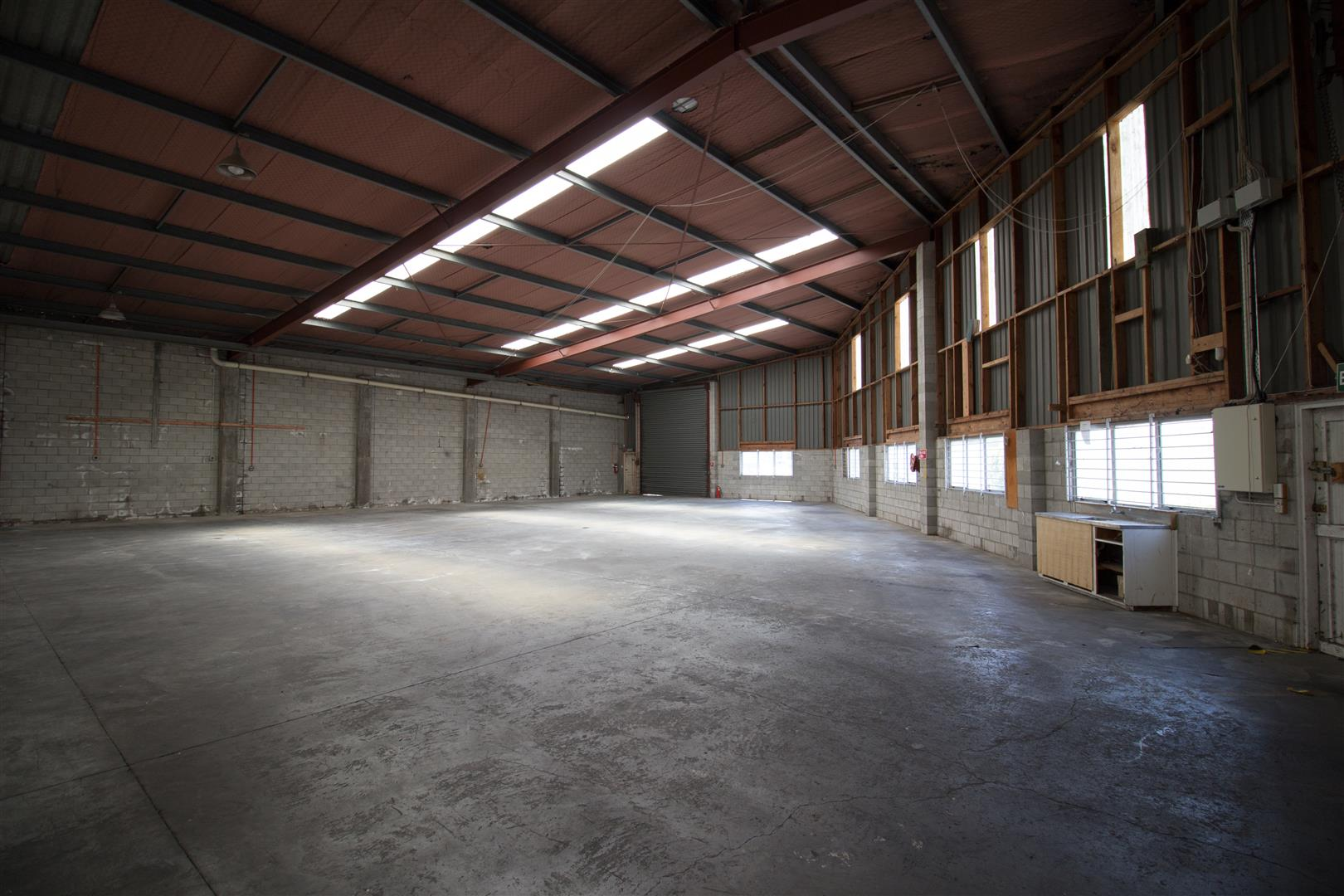 Warehouse with Multiple Roller Doors  for Lease Wiri Auckland