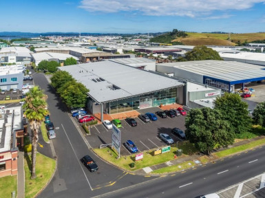Industrial Warehouse with Carparking  for Lease Mount Wellington Auckland